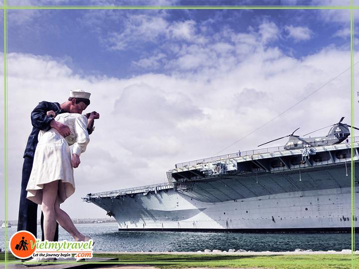 Tàu sân bay USS Midway
