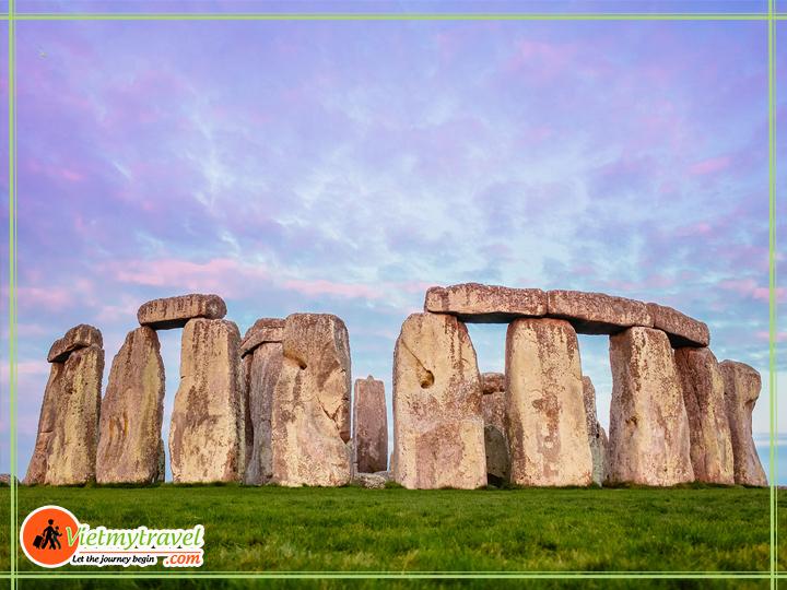 Du lịch Anh Quốc - Bãi đá sa thạch cổ Stonehenge.